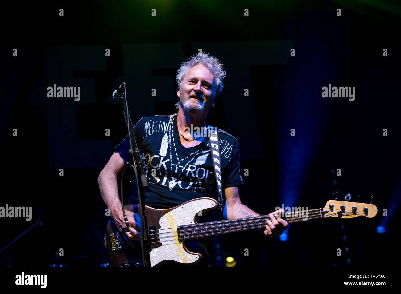 Berlin, Deutschland. 21st May, 2019. 21.05.2019, the British rock singer and bassist of the glam rock band The Sweet Pete Lincoln live on stage at the STILL GOT THE ROCK - Tour 2019 in the Columbiahalle in Berlin. | usage worldwide Credit: dpa/Alamy Live News Stock Photo