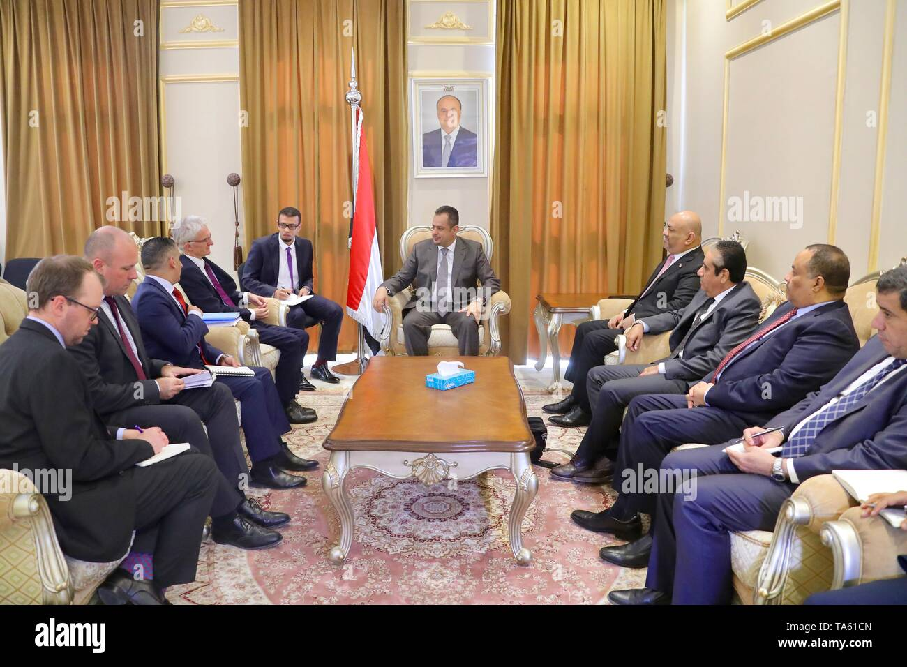Riyadh. 22nd May, 2019. Yemen's Prime Minister Maeen Abdulmalik (C) holds a meeting with UN Under-Secretary-General for Humanitarian Affairs and Emergency Relief Coordinator Mark Lowcock (4th L) in Riyadh, Saudi Arabia on May 21, 2019 to discuss the mechanism for delivering humanitarian aid in Yemen. Yemen's government on Tuesday praised the 'courage and responsibility' of the World Food Program (WFP), which warned that aid distribution could be suspended in the Houthi-controlled areas due to lack of cooperation from the rebel group. Credit: Xinhua/Alamy Live News - Stock Image