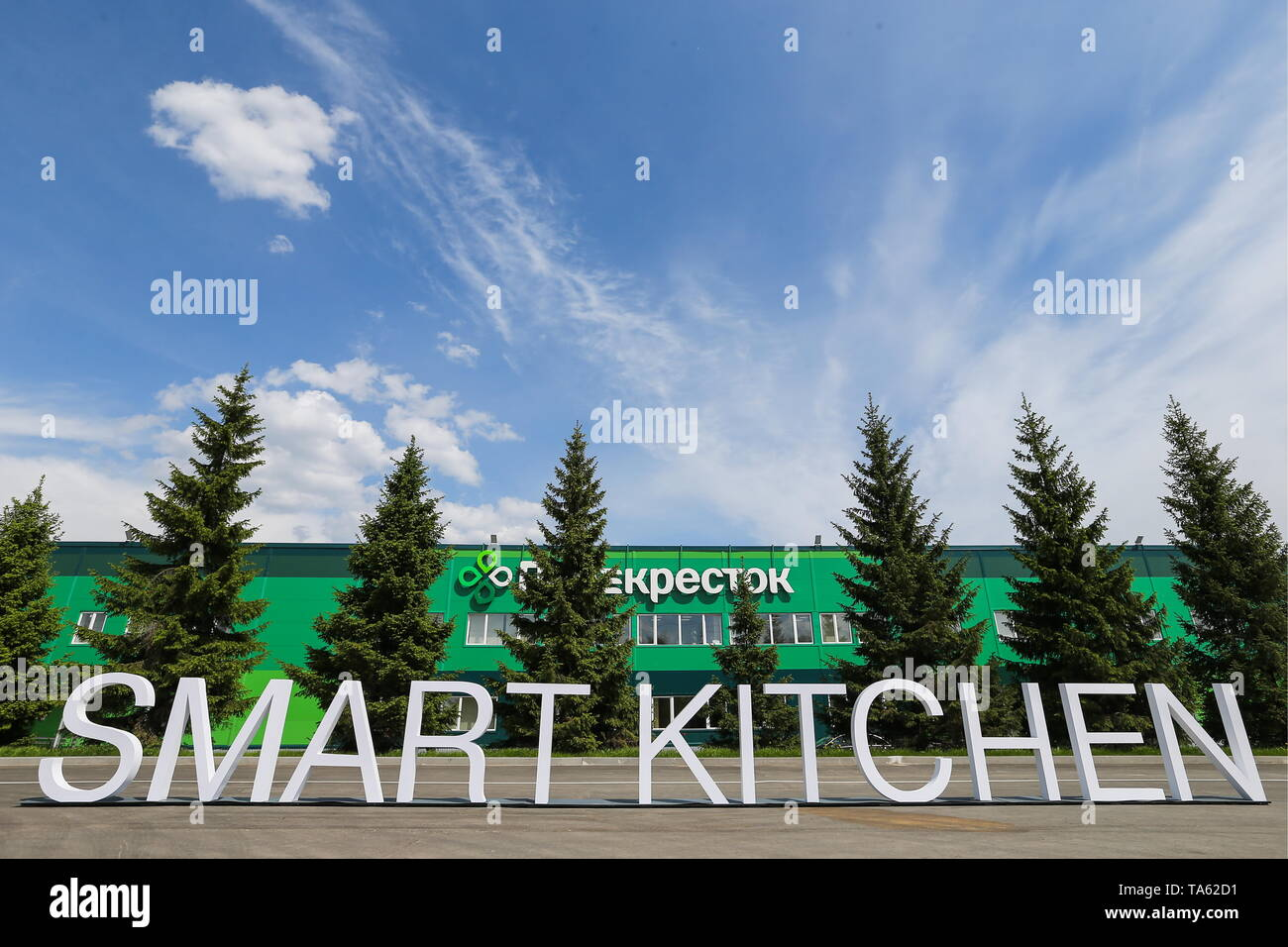 Russia. 22nd May, 2019. MOSCOW REGION, RUSSIA - MAY 22, 2019: Outside the Smart Kitchen launched by the Perekrestok supermarket chain; measuring 26,000sqm in area, the kitchen produces more than 200 various articles of food under the brand name Chef Perekrestok to supply to the Perekrestok supermarkets, Gavriil Grigorov/TASS Credit: ITAR-TASS News Agency/Alamy Live News - Stock Image