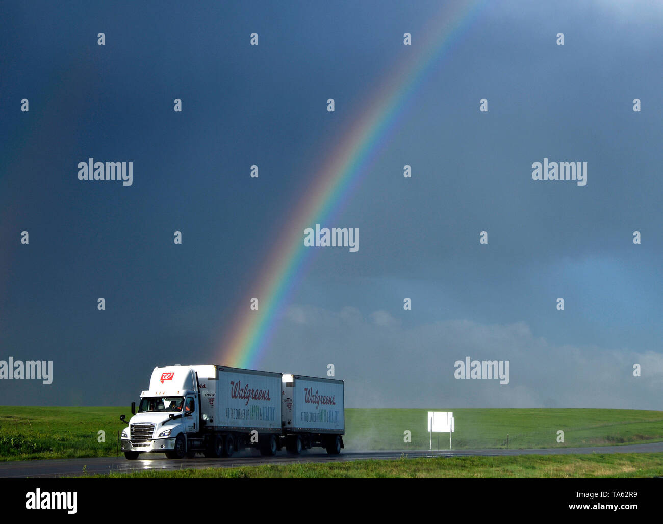 May 21, 2019, Topeka, Kansas, U.S.: A rainbow forms from thunderstorms cells east of Topeka, KS. The thunderstorms were moving up to 50 mph dumping more rain and strong winds with a few that went tornado warning. Severe continues to hit the midwest states this week. Credit: Gene Blevins/ZUMA Wire/Alamy Live News - Stock Image