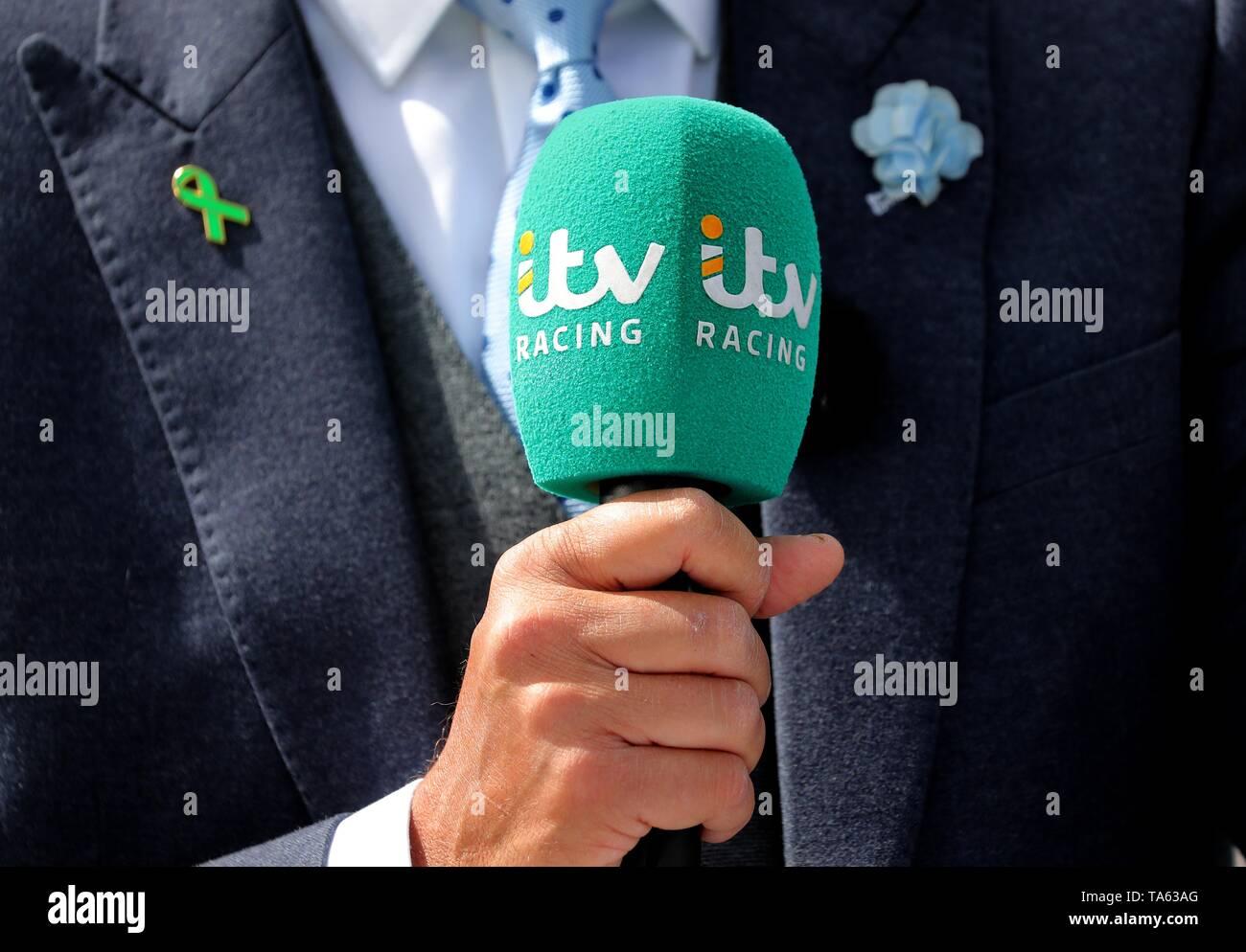 Itv Microphone & Green Ribbon Pin Badge York Racecourse