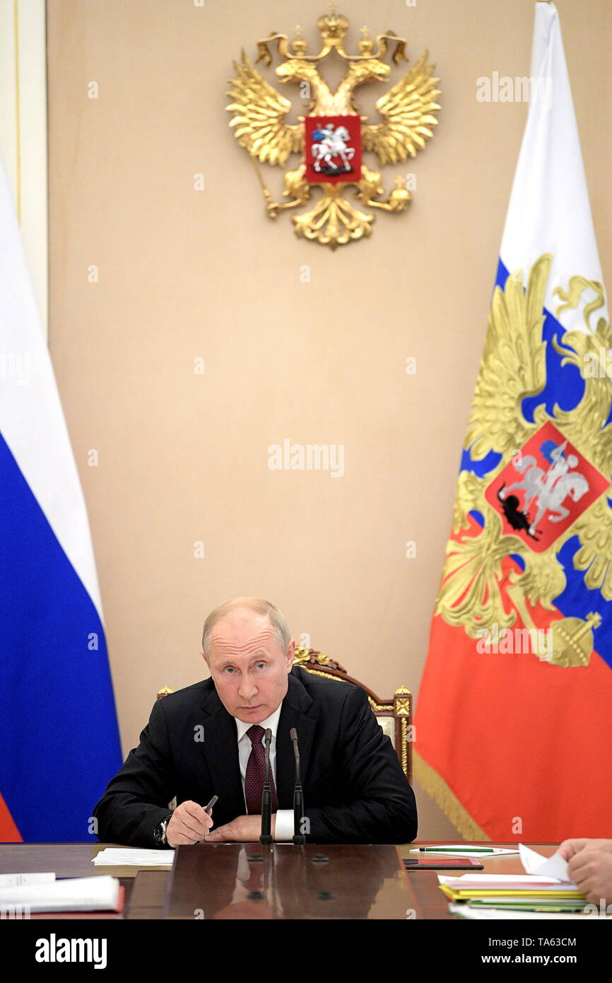 Moscow, Russia. 22nd May, 2019. MOSCOW, RUSSIA - MAY 22, 2019: Russia's President Vladimir Putin during a meeting with members of the Russian Government at the Moscow Kremlin. Alexei Druzhinin/Russian Presidential Press and Information Office/TASS Credit: ITAR-TASS News Agency/Alamy Live News - Stock Image