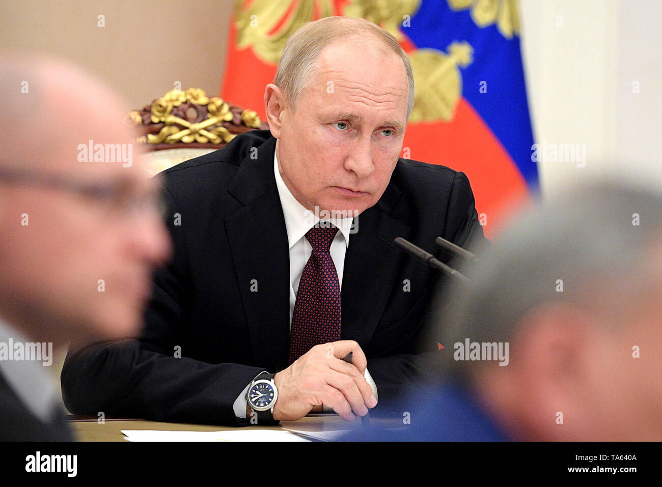 Moscow, Russia. 22nd May, 2019. MOSCOW, RUSSIA - MAY 22, 2019: Russia's President Vladimir Putin (C) during a meeting with members of the Russian Government at the Moscow Kremlin. Alexei Druzhinin/Russian Presidential Press and Information Office/TASS Credit: ITAR-TASS News Agency/Alamy Live News - Stock Image