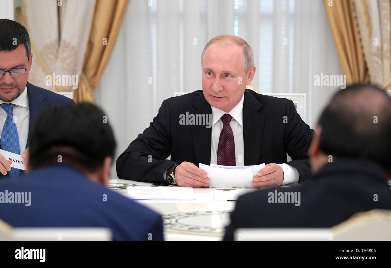 Moscow, Russia. 22nd May, 2019. Russian President Vladimir Putin, center, during an expanded meeting with Vietnamese Prime Minister Nguyen Xuan Phuc and delegations at the Kremlin May 22, 2019 in Moscow, Russia. Credit: Planetpix/Alamy Live News - Stock Image