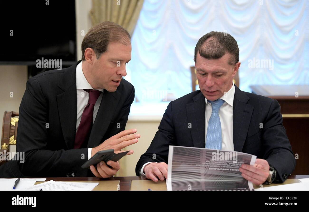 Moscow, Russia. 22nd May, 2019. Russian Minister of Industry and Trade Denis Manturov, left, and Minister of Labour and Social Protection Maxim Topilin before the regular government meeting hosted by President Vladimir Putin at the Kremlin May 22, 2019 in Moscow, Russia. Credit: Planetpix/Alamy Live News - Stock Image