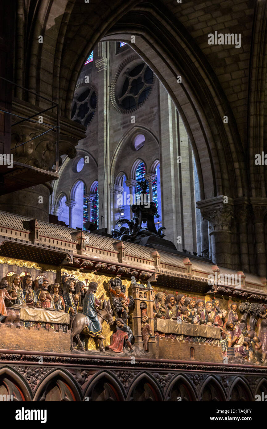 14th Century wood reliefs in Notre-Dame de Paris Cathedral telling the story of the life of Jesus Christ, with columns and archways in the background. - Stock Image