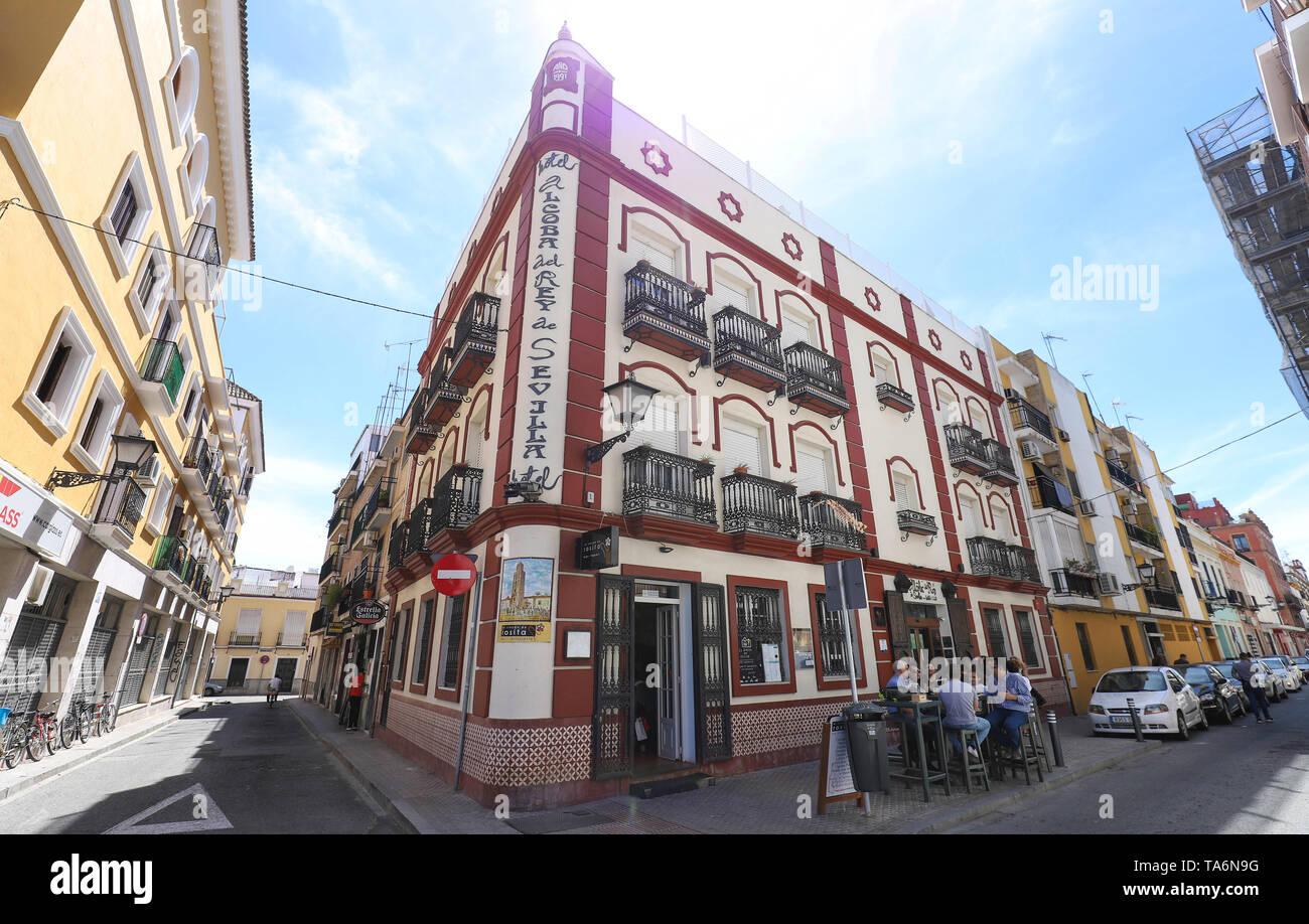 Beautiful facade of the vintage traditional Spanish restaurant El rincon del Rosita located in historic centre of Seville, Spain. - Stock Image