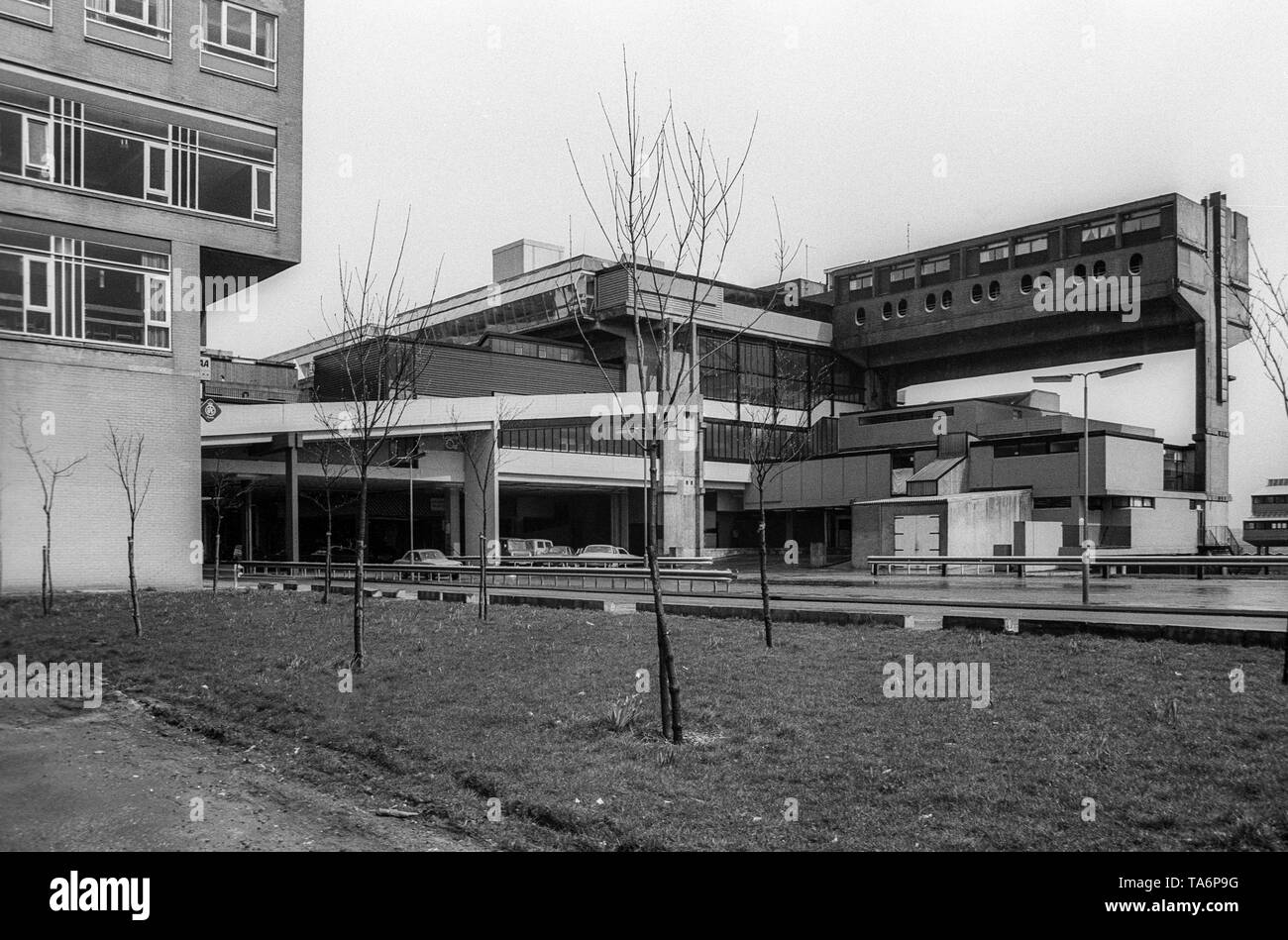 Black & white archive image of the centre of Cumbernauld New Town, April 1977. - Stock Image