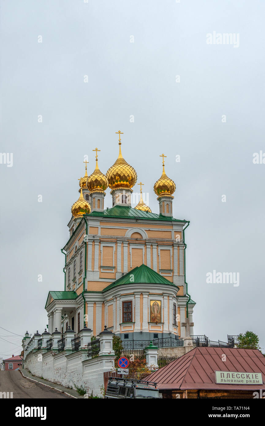 Ples Russia November 1, 2018: Church of the Resurrection of the city of ples of the old Russian city on the Volga in late autumn. The city is associat - Stock Image