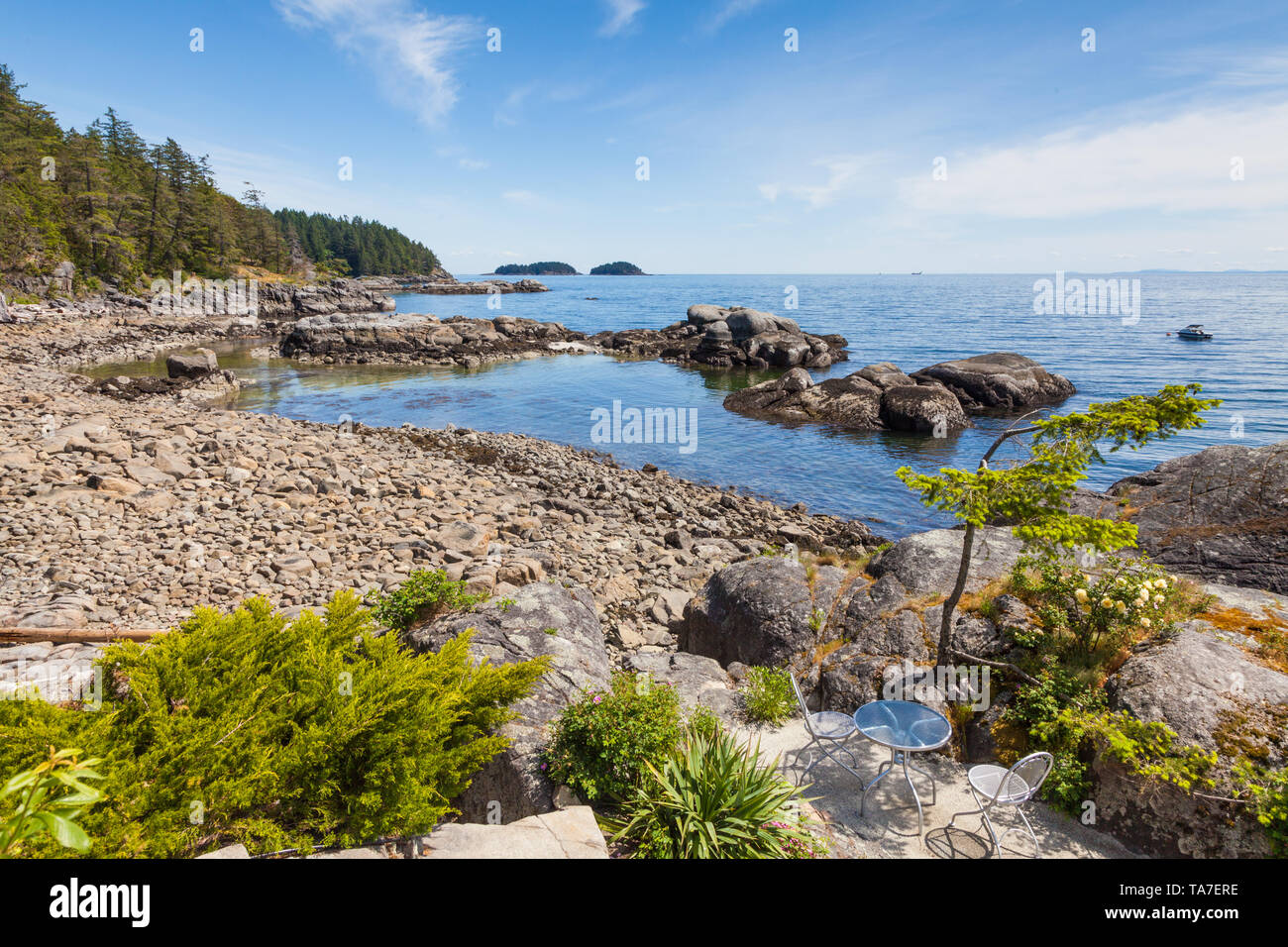 Beach scenery from the Pointhouse Suites luxury accomodation on the Sunshine Coast of British Columbia - Stock Image
