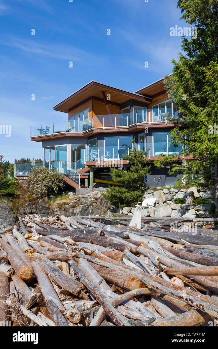 Pointhouse Suites luxury bed and breakfast on the Sunshine Coast of British Columbia - Stock Image