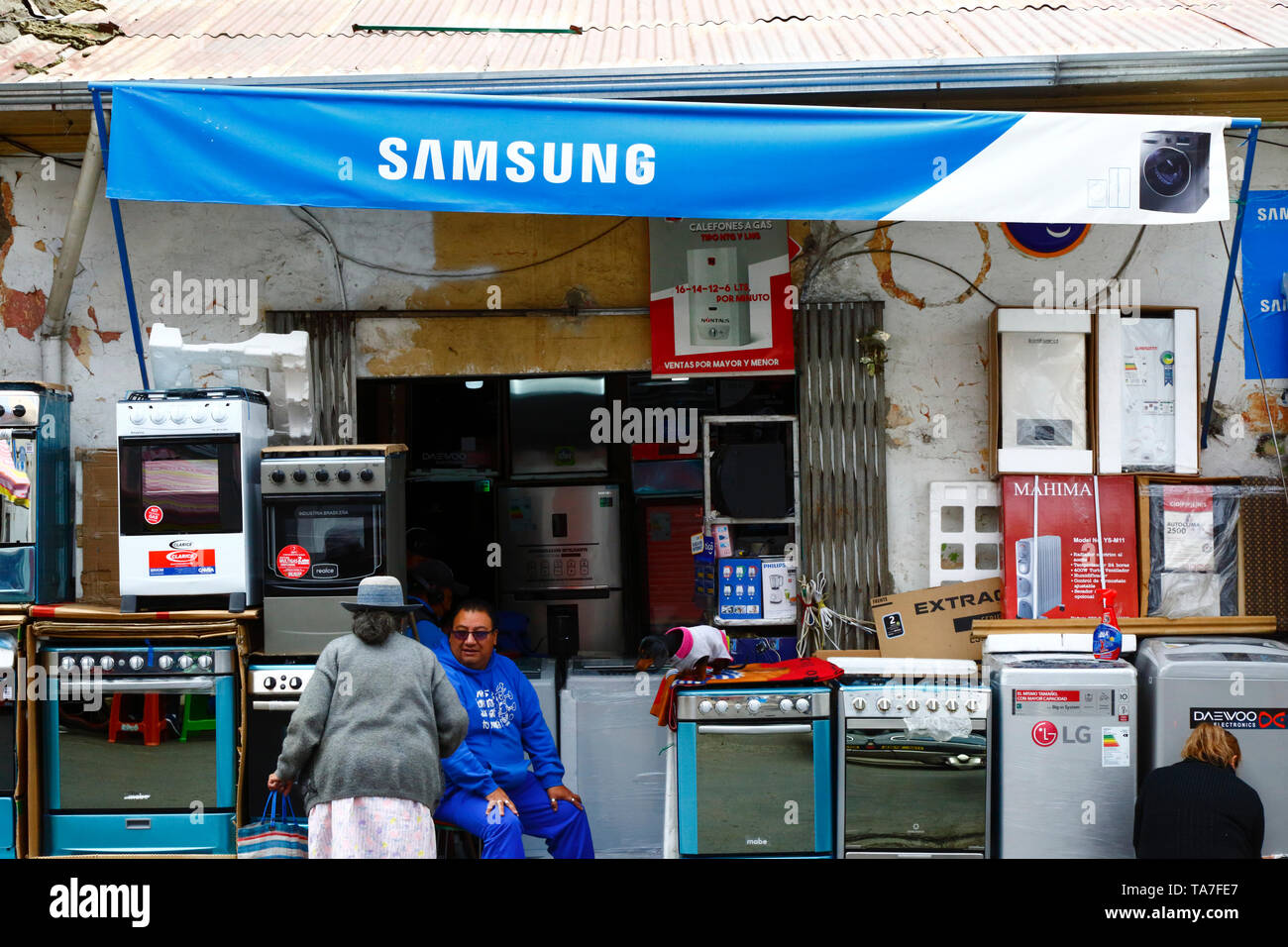 Samsung shop selling cookers and other kitchen appliances in contraband electronics market area, La Paz, Bolivia - Stock Image
