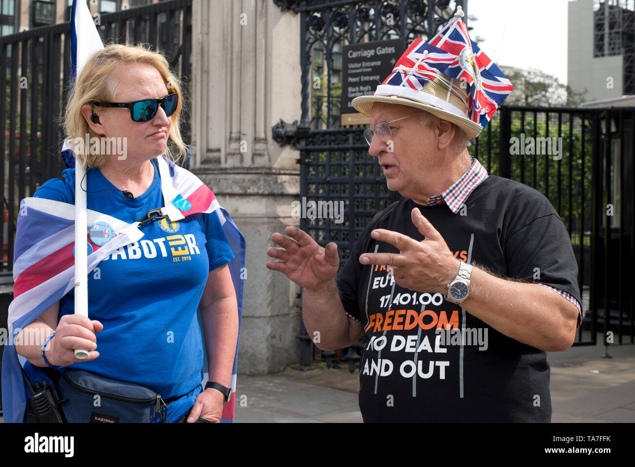 Westminster. Opposite Houses of Parliament May 22nd 2019. A Brexit supporter and a  Remainer in conversation. - Stock Image