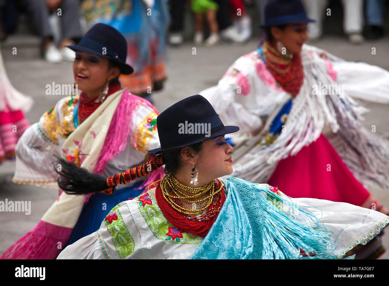 Dancers, indians from North Ecuador (Otavala area), performing at Palacio Arzobispal. Quito, Ecuador, August 2010 - Stock Image
