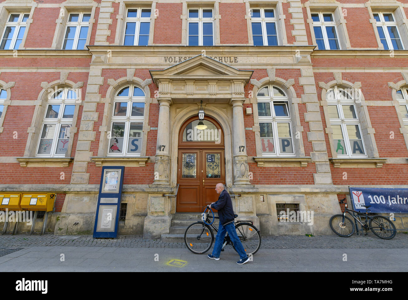 Adult education programme, Carl apron street, Old Town, Spandau, Berlin, Germany, Volkshochschule, Carl-Schurz-Straße, Altstadt, Deutschland - Stock Image