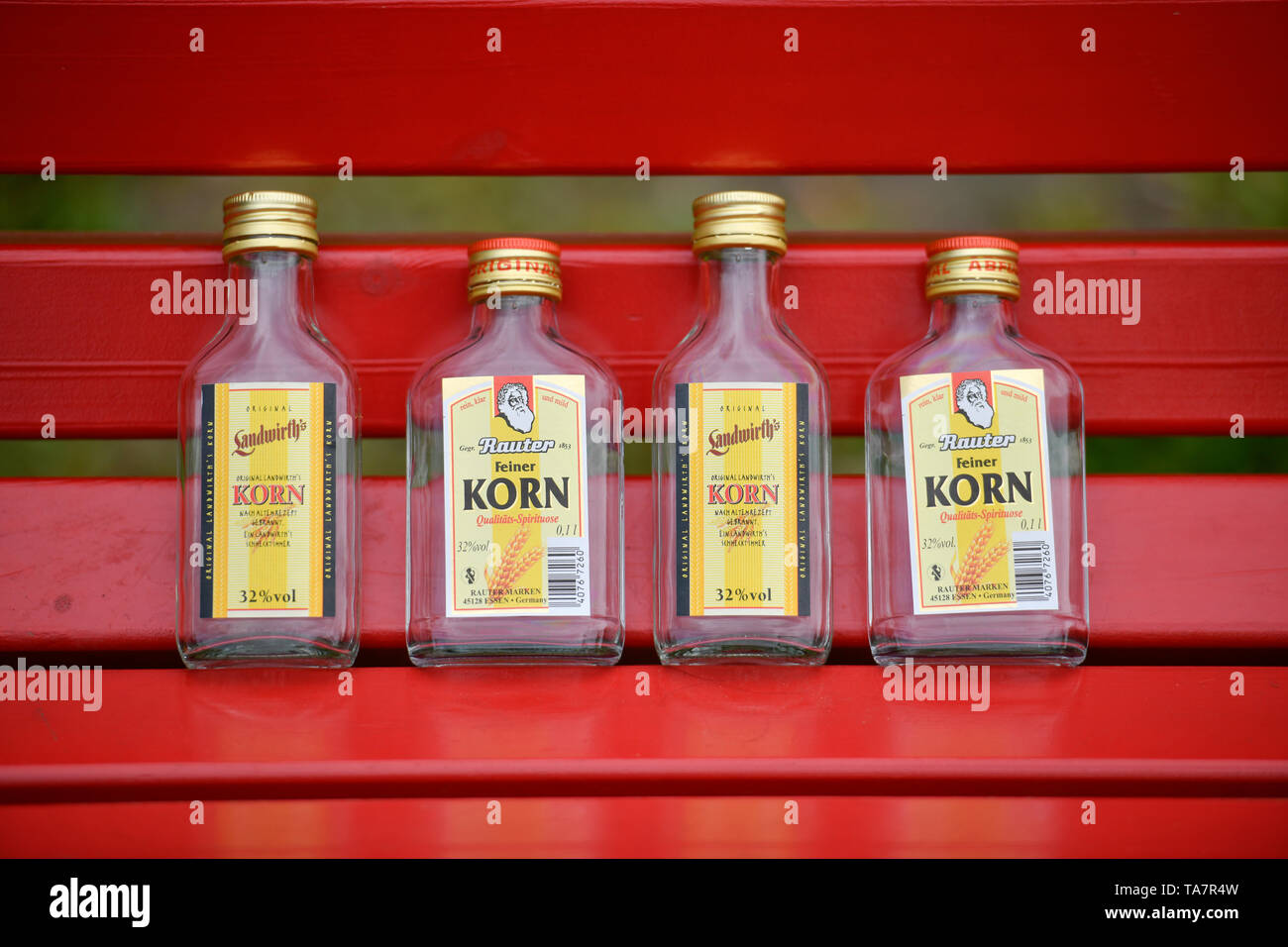 Flasks on a park-bench, symbolic photo alcohol, Flachmänner auf einer Parkbank, Symbolfoto Alkohol - Stock Image