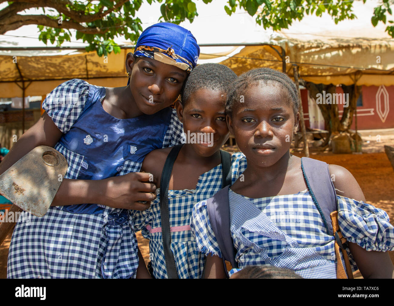 Portrait of three african girl in the street, Région des Lacs, Yamoussoukro, Ivory Coast - Stock Image