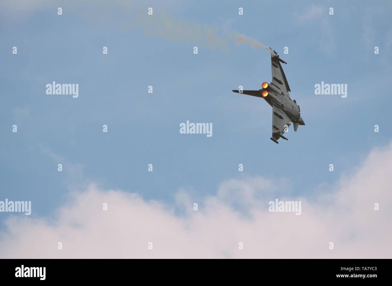 Eurofighter und Hercules Abfangmanöver - Stock Image