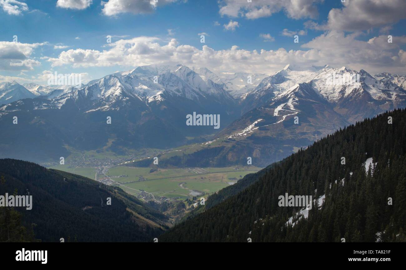 snow disappearing in Austrian Alps in the springtime - Stock Image