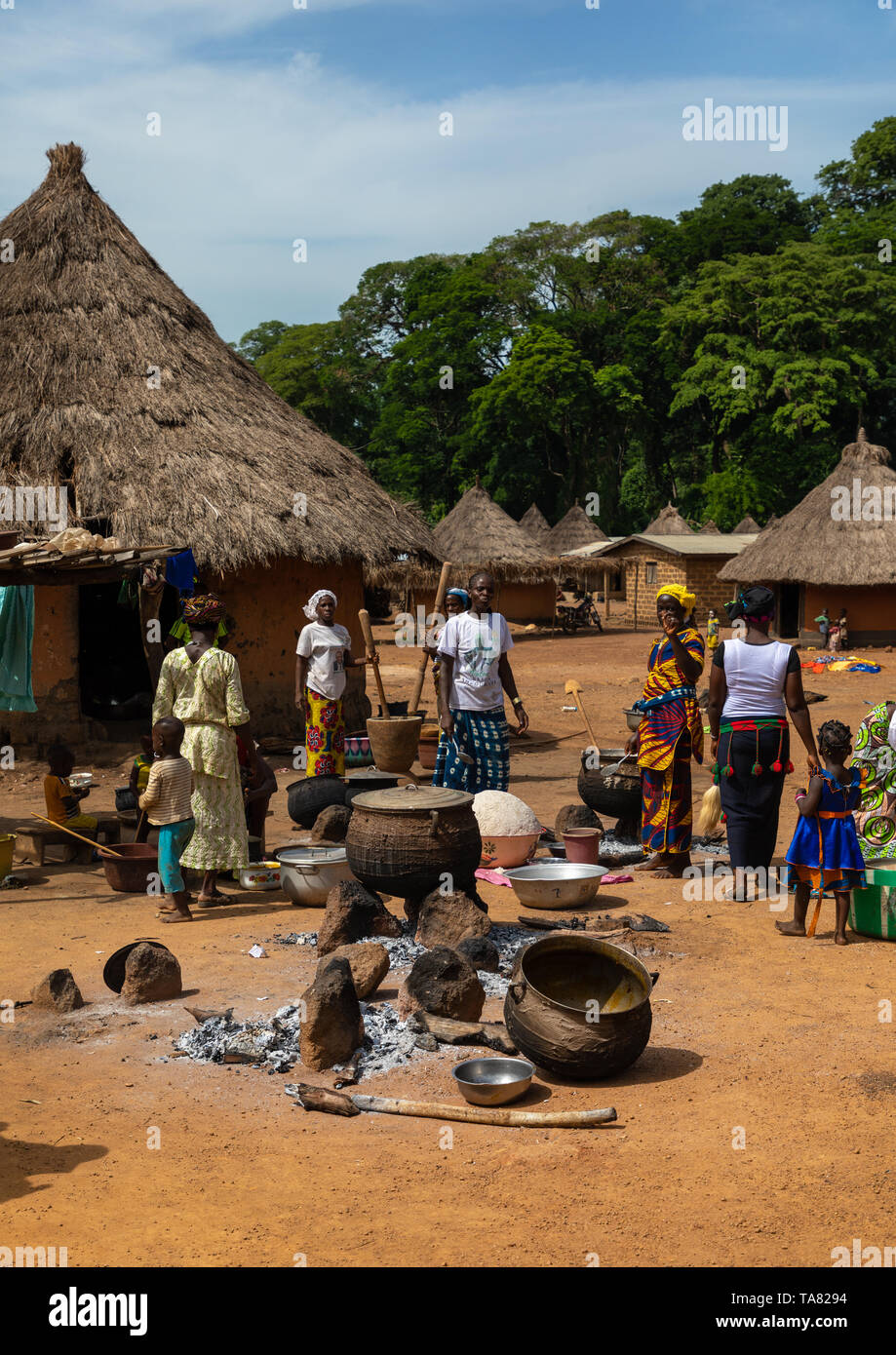 Dan tribe women cooking to celebrate the yam harvest in a village, Bafing, Godoufouma, Ivory Coast Stock Photo