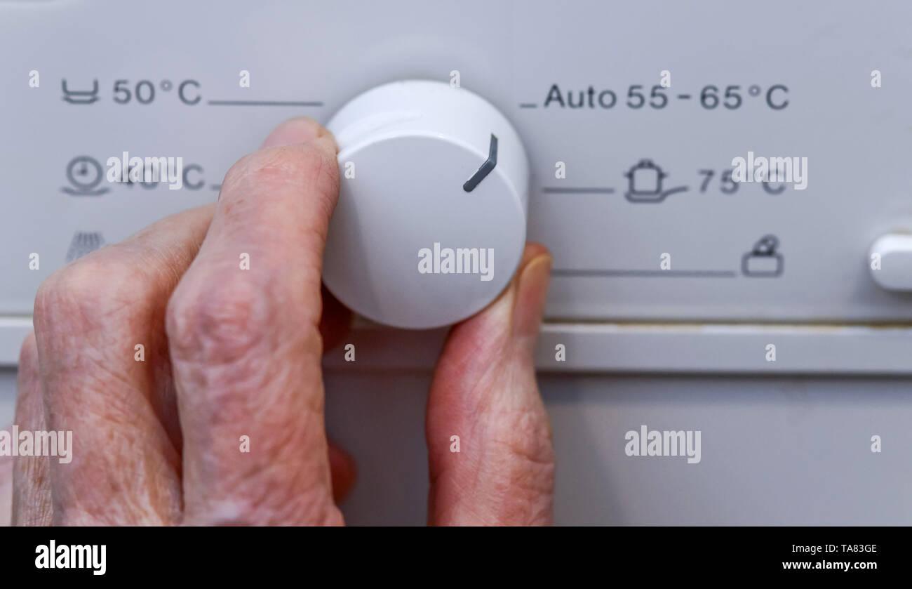Temperature regulator, dishwasher, Temperaturregler, Geschirrspülmaschine Stock Photo
