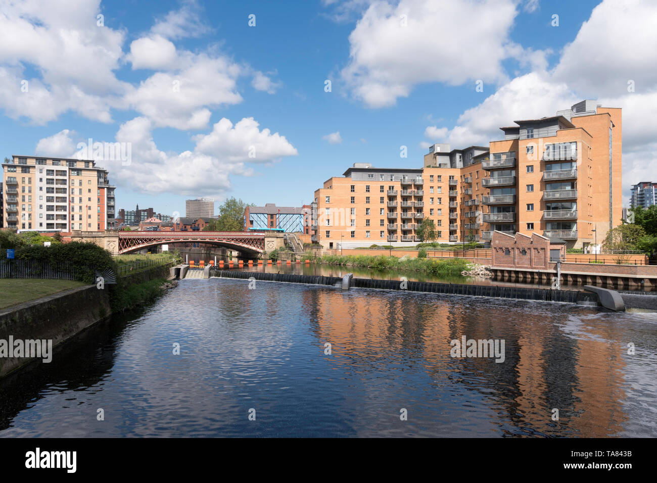 Crown Point Bridge over the river Aire and riverside apartment buildings in Leeds, Yorkshire, England, UK - Stock Image