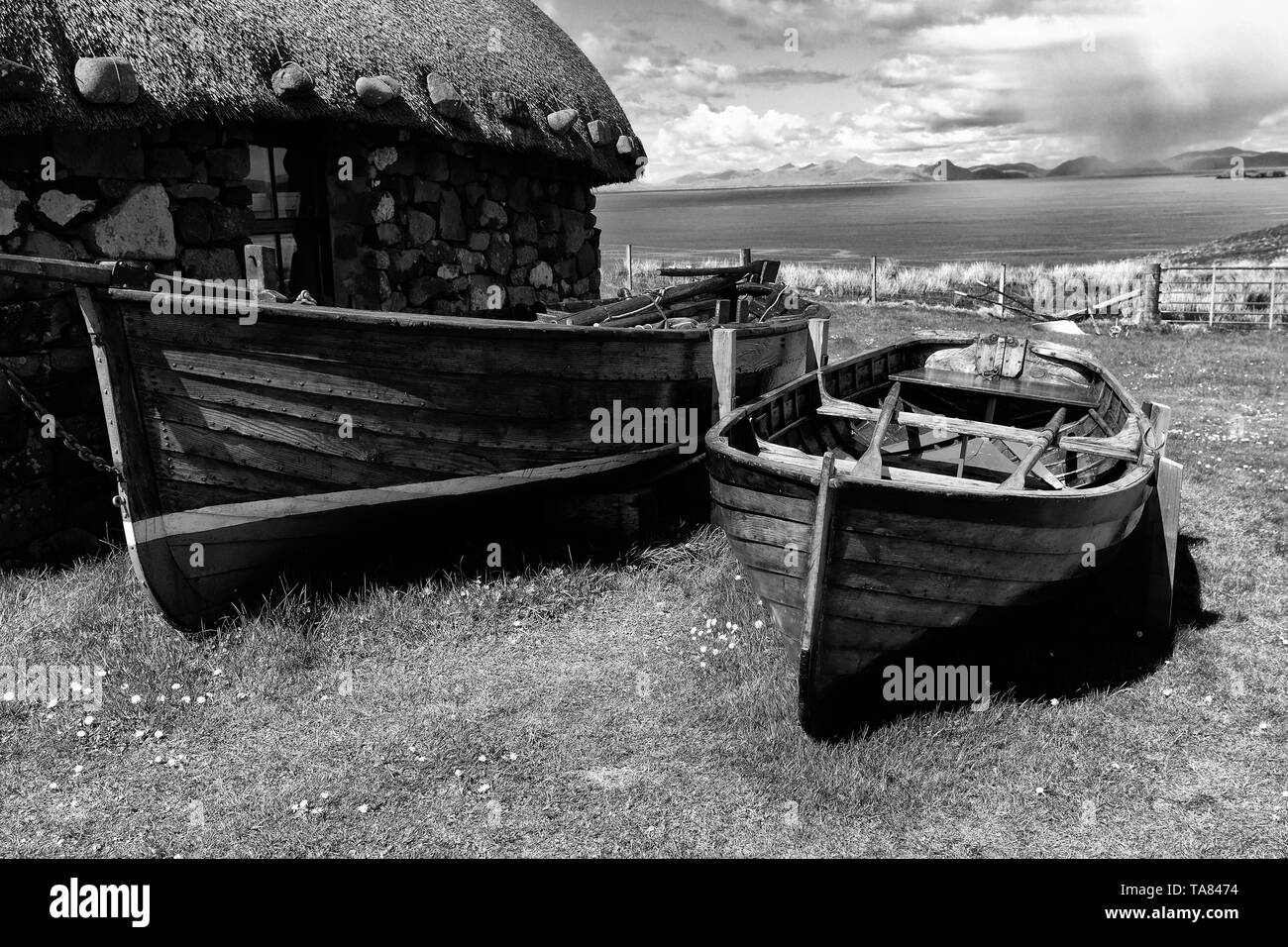 Isle of Skye, old houses and boats at Colbost Folk Museum, Dunvegan Scotland May 8th - 19th. Trip across Scotland Foto Samantha Zucchi Insidefoto - Stock Image