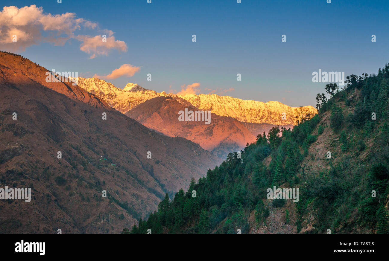 Sunset in himalayas - Beautifull evening in mountains - Stock Image