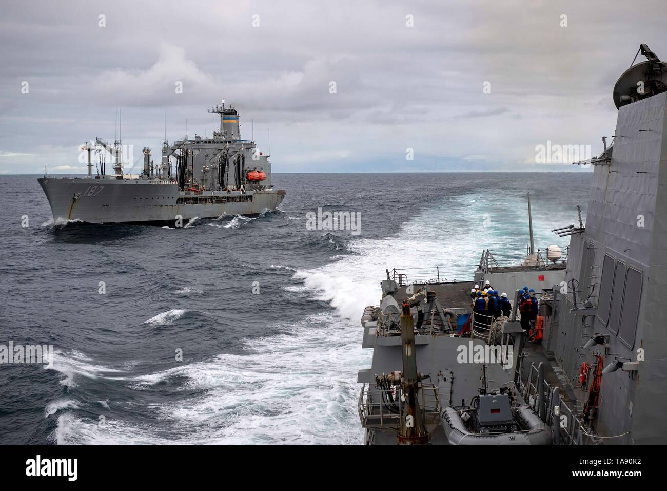 190517-N-EH218-1177  GULF OF ALASKA (May 17, 2019) The Arleigh Burke-class guided-missile destroyer USS Kidd (DDG 100) breaks away from the Military Sealift Command fleet replenishment oiler USNS Henry J. Kaiser (T-AO 187) after completing a replenishment-at-sea while participating in Exercise Northern Edge 2019. Northern Edge is one in a series of U.S. Indo-Pacific Command exercises in 2019 that prepares joint forces to respond to crisis in the Indo-Pacific region. (U.S. Navy photo by Mass Communication Specialist 1st Class Ryan J. Batchelder/Released) - Stock Image