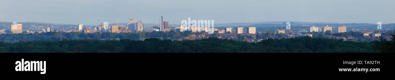 Tower cranes on Leeds skyline - Stock Image