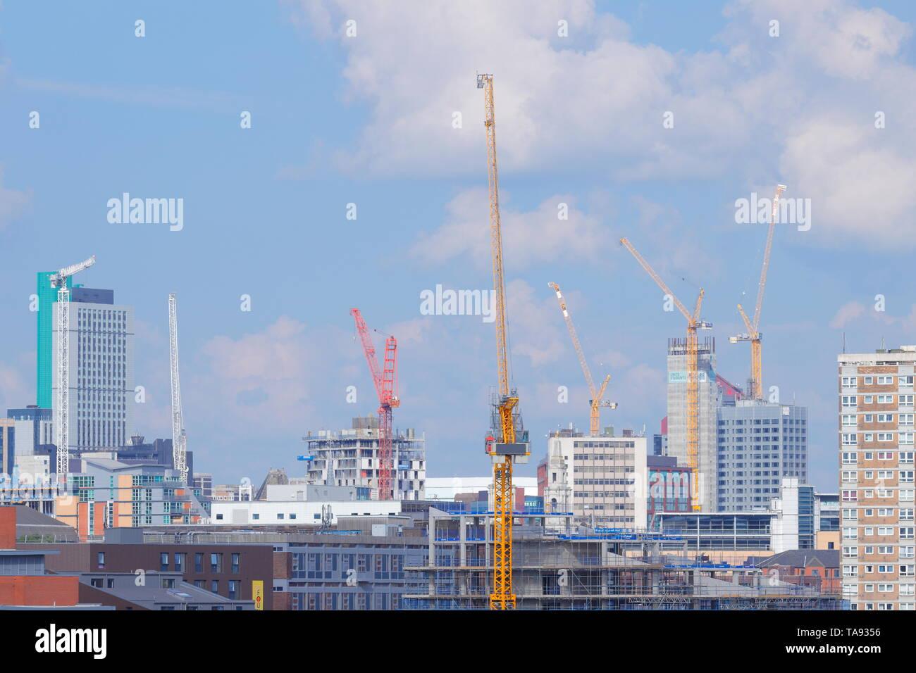 Tower cranes above Leeds skyline - Stock Image
