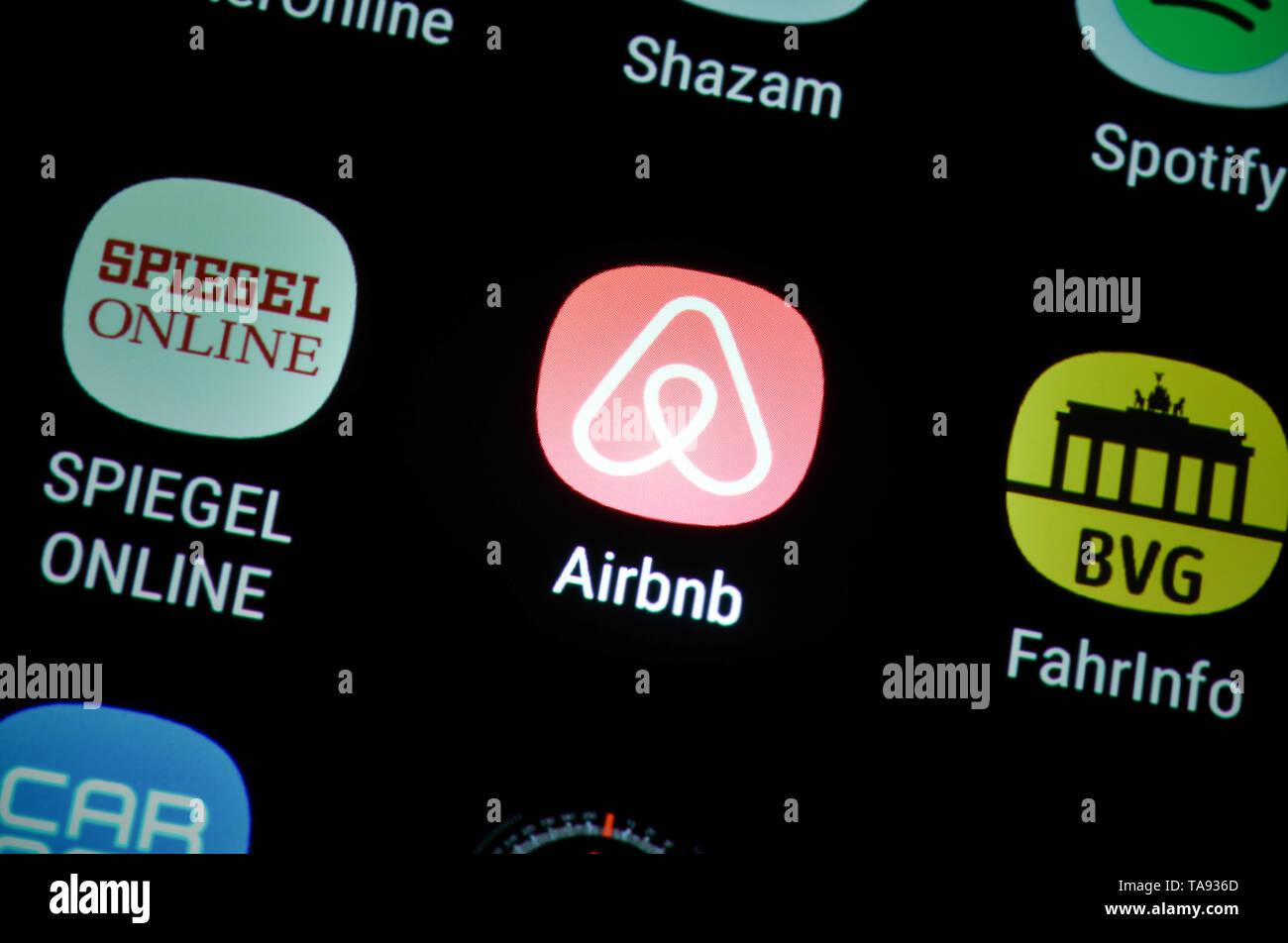 Smartphone, display, ext , Airbnb, Display, App Stock Photo
