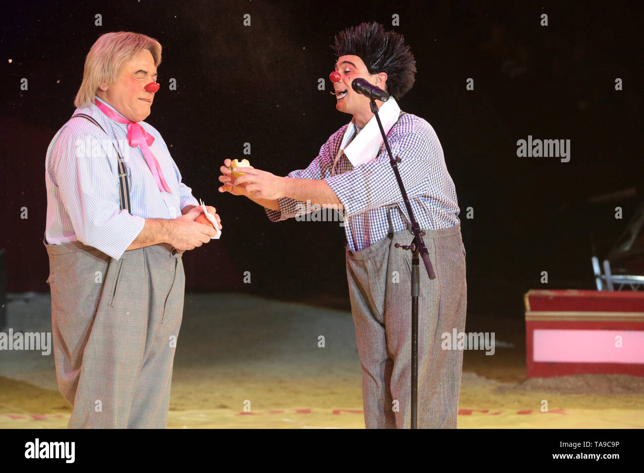 Clowns. Spectacle du Cirque Pinder. - Stock Image