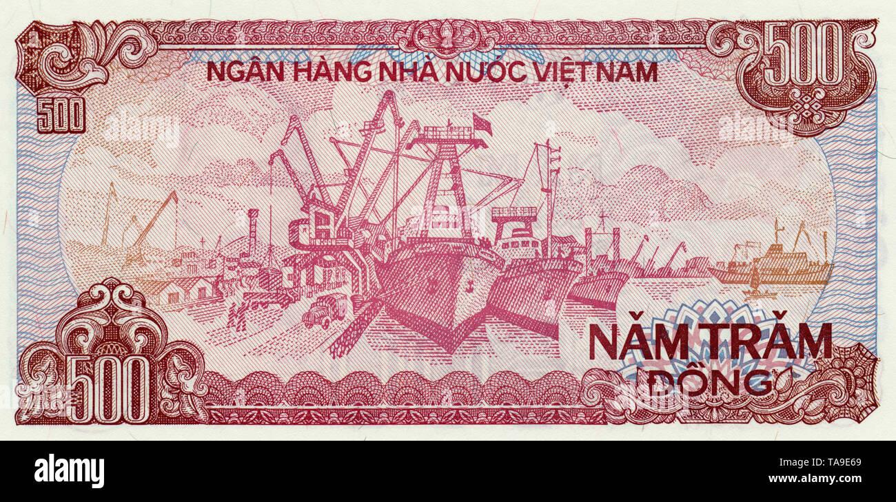 Banknote aus Vietnam, der Hafen von Hai Phong, 500 Dong, 1988, Banknote from Vietnam - Stock Image