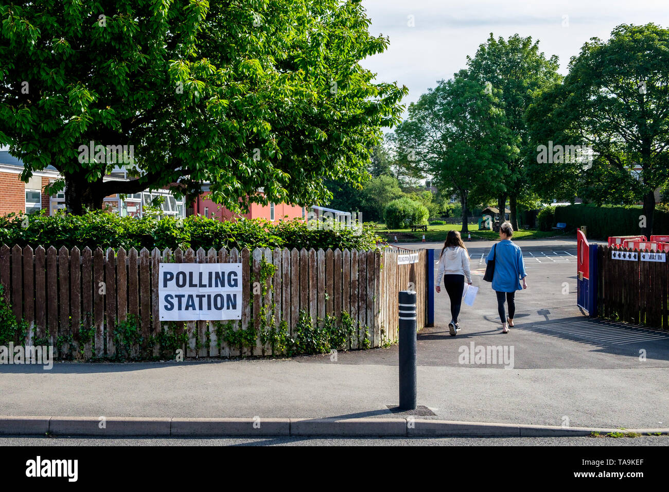 Chippenham, UK. 23rd May, 2019. Two women going to vote in the 2019 European Parliament elections are pictured entering a polling station situated inside a school in Chippenham, Wiltshire. Credit: Lynchpics/Alamy Live News - Stock Image