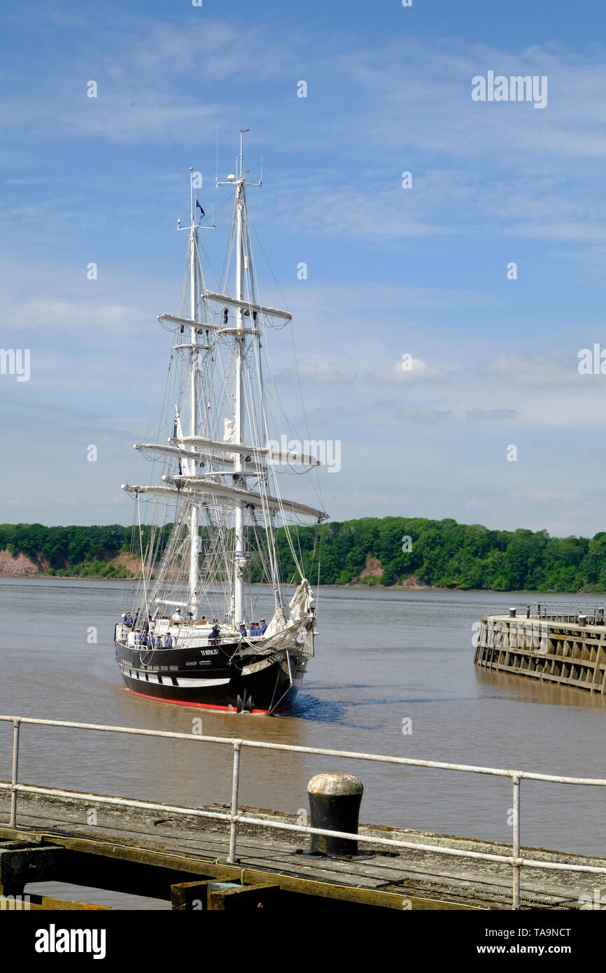 Sharpness, Gloucestershire, UK, 23rd May 2019. The Sea Cadet training ship TS Royalist on its way to the 2019 Gloucester tall ships festival. Credit: Mr Standfast/Alamy Live News - Stock Image