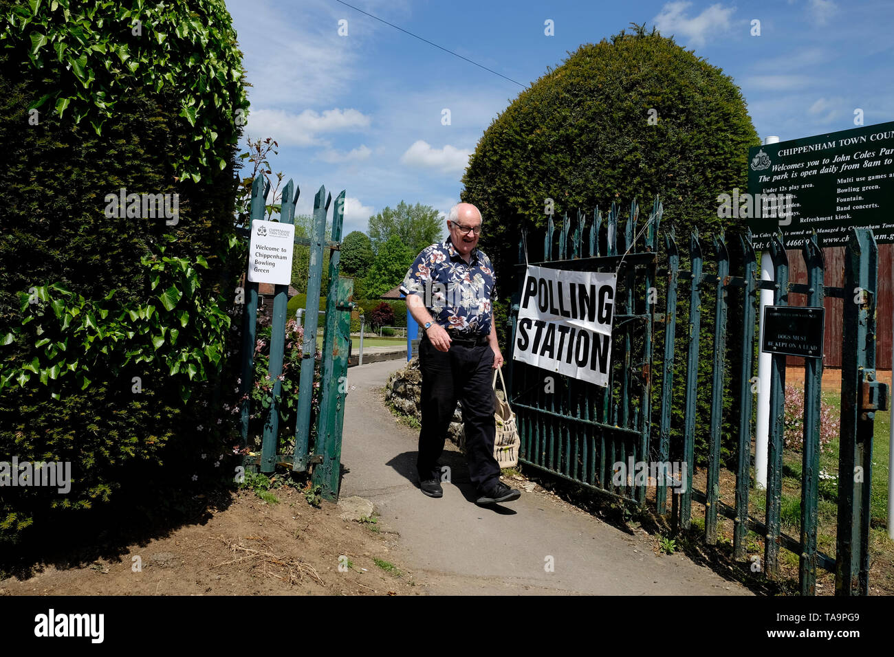Chippenham, UK. 23rd May, 2019. A man going to vote in the 2019 European Parliament elections is pictured as he leaves a polling station set up in a Lawn Bowls club in Chippenham, Wiltshire. Credit:  Lynchpics/Alamy Live News - Stock Image