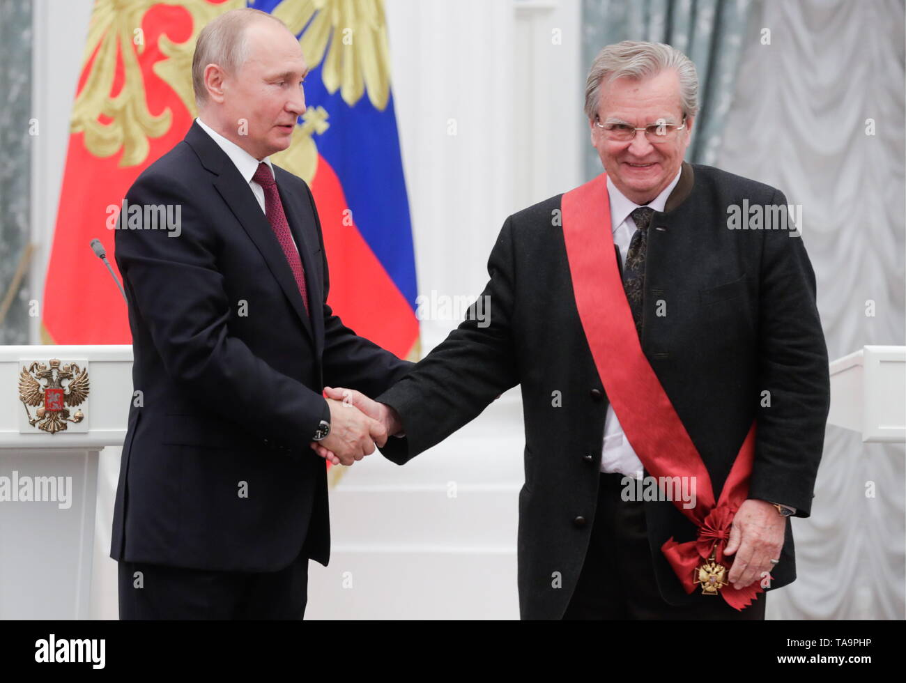 Moscow, Russia. 23rd May, 2019. MOSCOW, RUSSIA - MAY 23, 2019: Russia's President Vladimir Putin (L) and Russian conductor Vladimir Fedoseyev, artistic director of the Tchaikovsky Symphony Orchestra, awarded the Order of Merit for the Fatherland (1st class), during a ceremony to present state decorations at Moscow's Kremlin. Mikhail Metzel/TASS Credit: ITAR-TASS News Agency/Alamy Live News - Stock Image