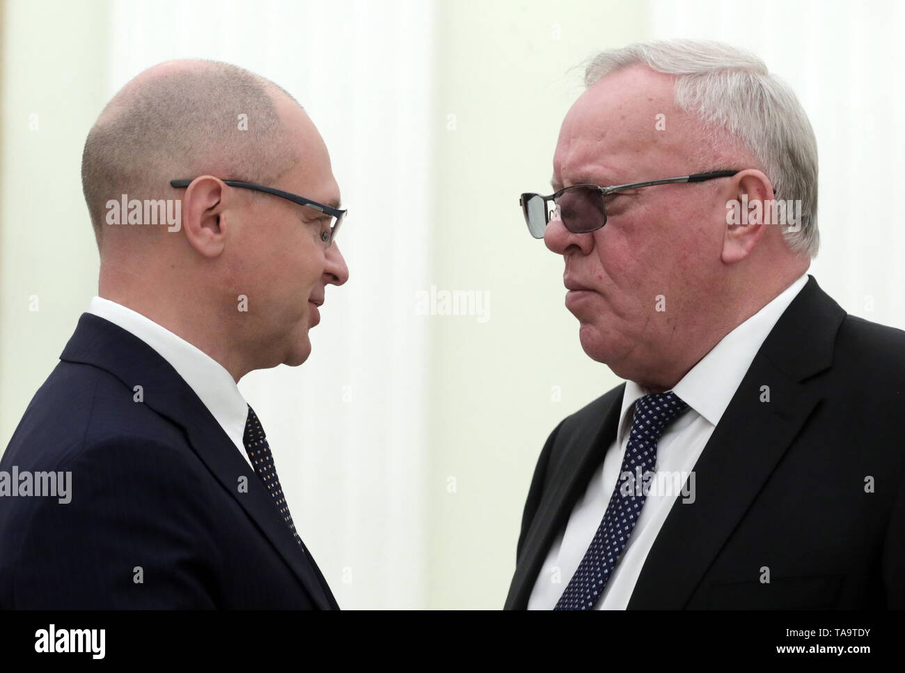 Moscow, Russia. 23rd May, 2019. MOSCOW, RUSSIA - MAY 23, 2019: First Deputy Chief of Staff of the Russian Presidential Executive Office, Sergei Kiriyenko (L) and Altai Republic Head Alexander Berdnikov during a meeting of Russia's President Vladimir Putin with former heads of Russian regions, at the Moscow Kremlin. Mikhail Metzel/TASS Credit: ITAR-TASS News Agency/Alamy Live News - Stock Image