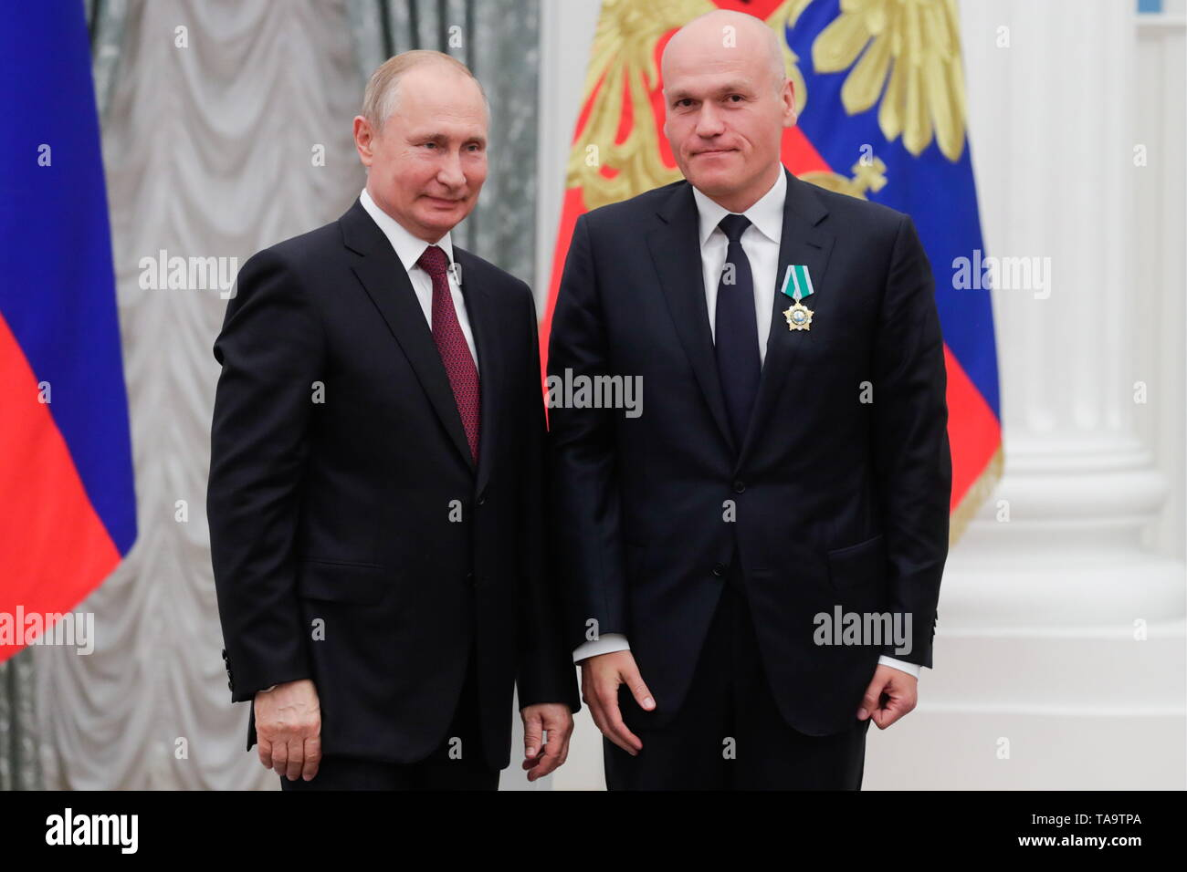 Moscow, Russia. 23rd May, 2019. MOSCOW, RUSSIA - MAY 23, 2019: Russia's President Vladimir Putin (L) awards an Order of Friendship to Russian Chess Federation President Andrei Filatov during a ceremony to present state decorations at the Moscow Kremlin. Mikhail Metzel/TASS Credit: ITAR-TASS News Agency/Alamy Live News - Stock Image