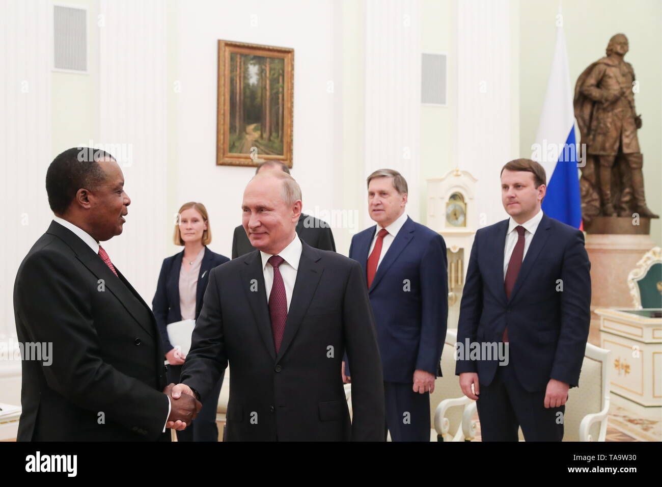 Moscow, Russia. 23rd May, 2019. MOSCOW, RUSSIA - MAY 23, 2019: President of Republic of the Congo, Denis Sassou Nguesso and Russia's President Vladimir Putin (L-R front) shake hands during a meeting at the Moscow Kremlin. Mikhail Klimentyev/Russian Presidential Press and Information Office/TASS Credit: ITAR-TASS News Agency/Alamy Live News - Stock Image