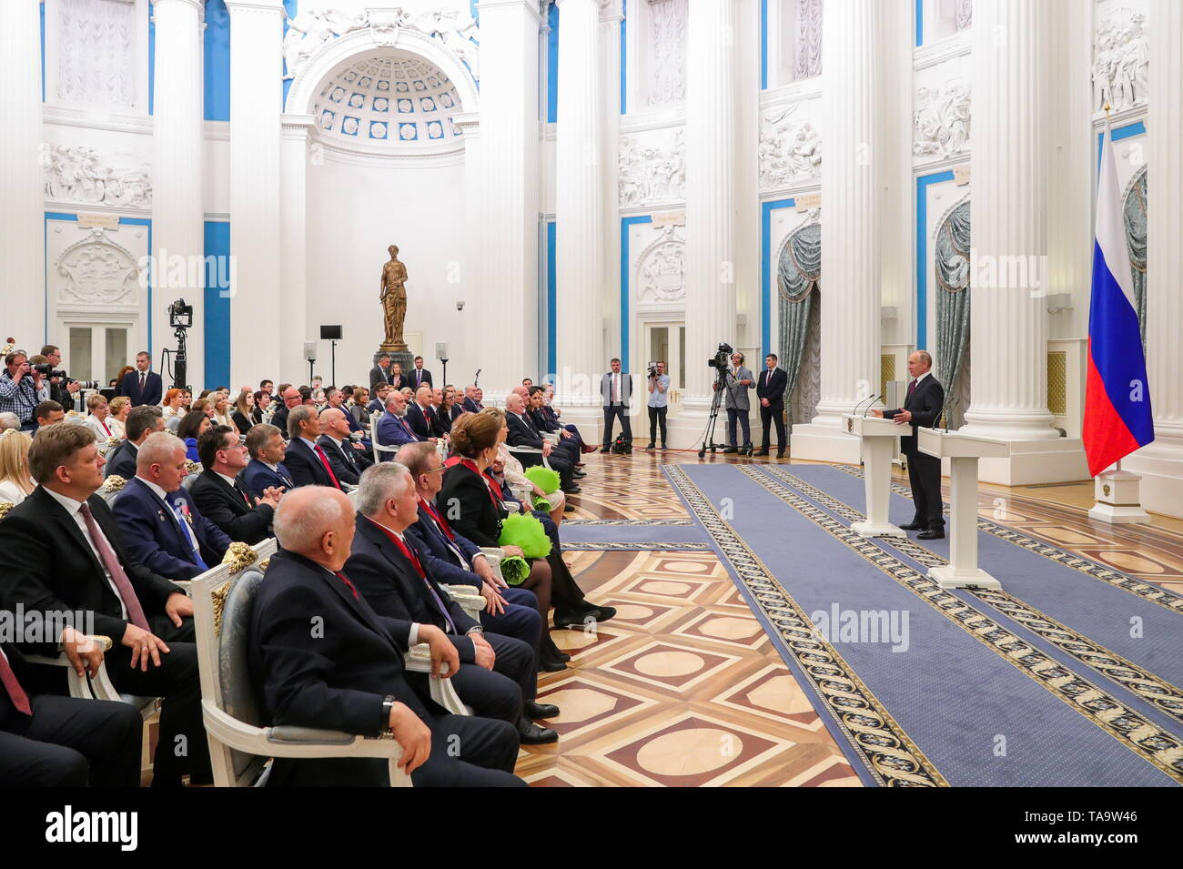 Moscow, Russia. 23rd May, 2019. MOSCOW, RUSSIA - MAY 23, 2019: Russia's President Vladimir Putin (R) attends a ceremony to present state decorations at the Moscow Kremlin. Mikhail Klimentyev/Russian Presidential Press and Information Office/TASS Credit: ITAR-TASS News Agency/Alamy Live News - Stock Image