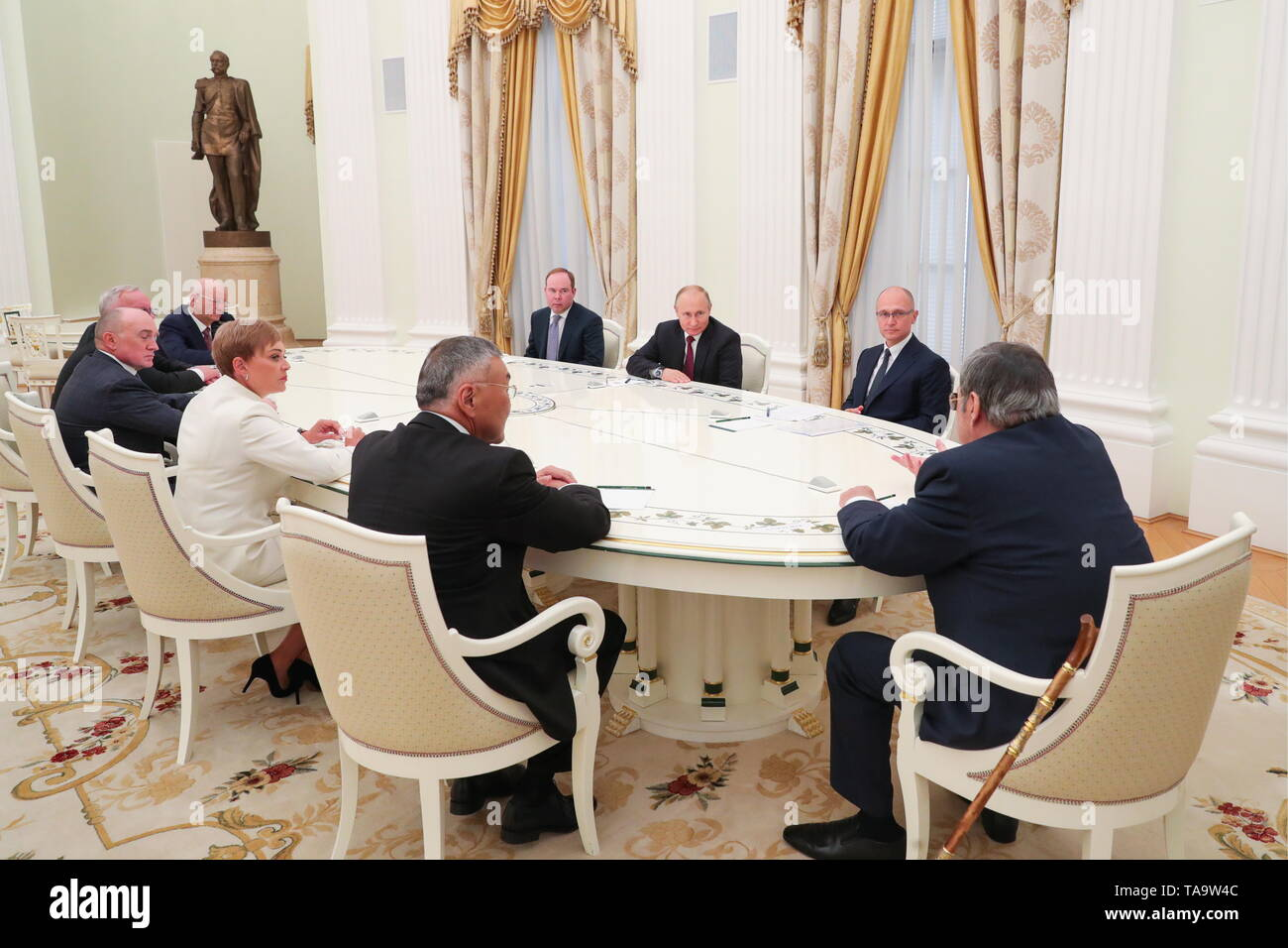 Moscow, Russia. 23rd May, 2019. MOSCOW, RUSSIA - MAY 23, 2019: Russia's President Vladimir Putin (C) during a meeting with former heads of Russian regions, at the Moscow Kremlin. Mikhail Klimentyev/Russian Presidential Press and Information Office/TASS Credit: ITAR-TASS News Agency/Alamy Live News - Stock Image