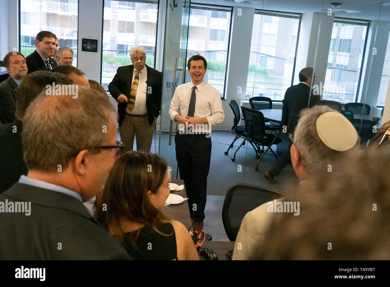 Mayor Pete Buttigieg meets with leaders of the Jewish community at a communal parlor meeting at the offices of Bluelight Strategies in Washington, DC, U.S. on May 23, 2019. Credit: Stefani Reynolds/CNP | usage worldwide Stock Photo