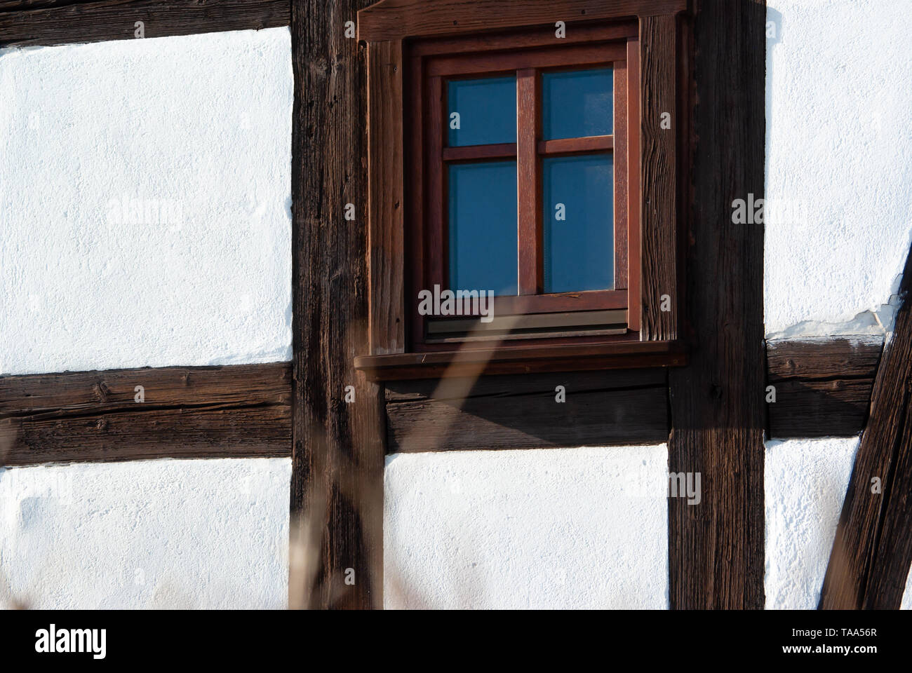 window of a restored Upper Lusatian timber frame house in Neundorf a.d. Eigen, Saxony/Germany - Stock Image