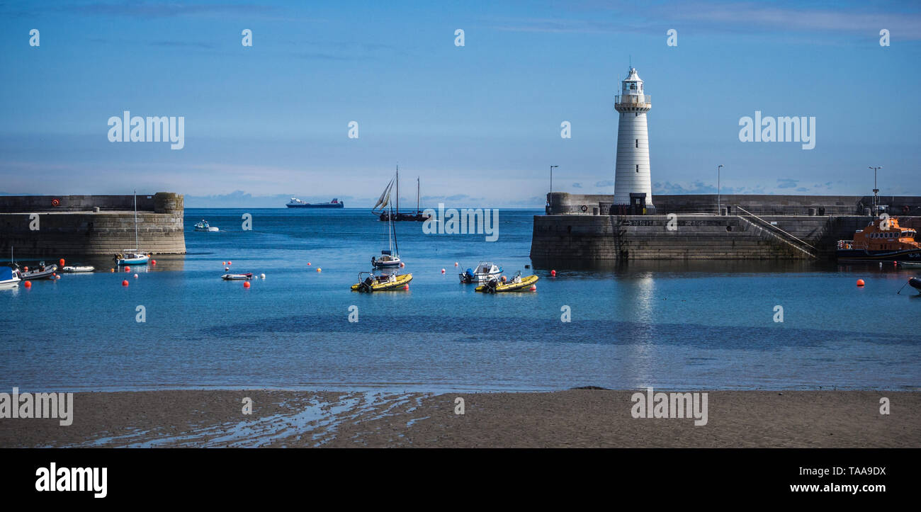 Donaghadee harbour and lighthouse - Stock Image
