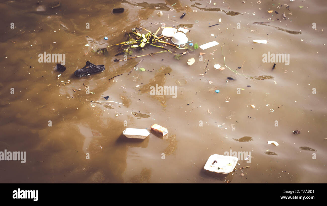 Water pollution caused by dumping plastic waste. Resulting in a bad environment social - Stock Image