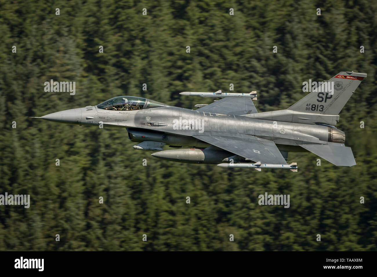 USAF F-16 flying low level through the Mach Loop in Wales, UK Stock Photo