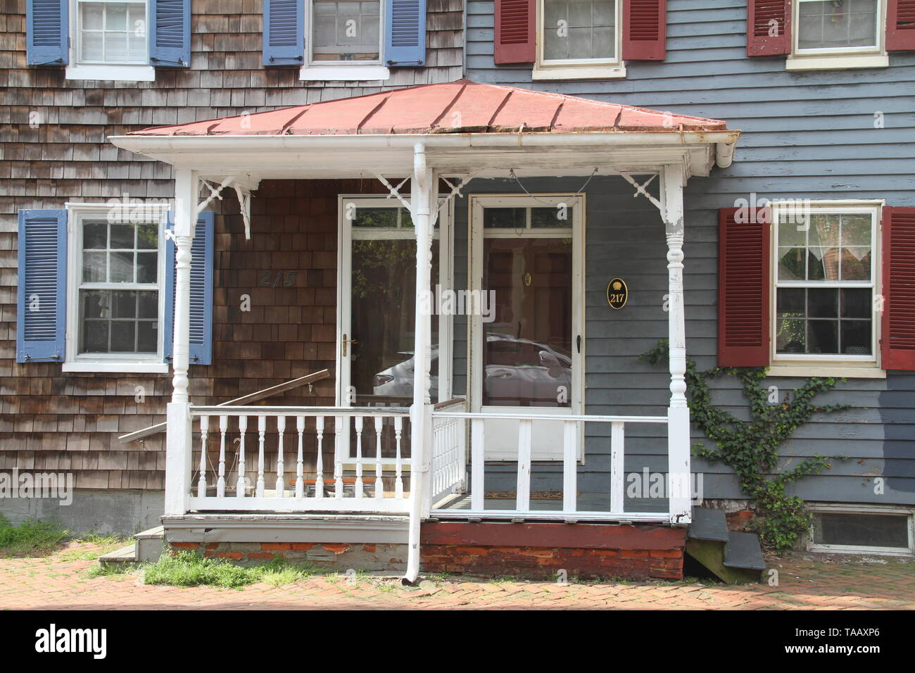 Entrance to duplex home in poor condition in the historical district of Annapolis, MD, USA - Stock Image