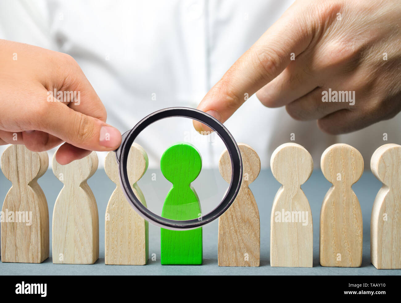 The leader chooses the person in the the team. Talented worker. Hiring staff. Employee search. Promote. Human Resource Management. Choosing a new lead Stock Photo